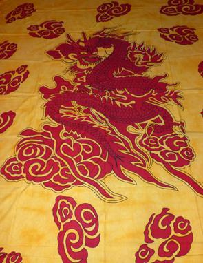 Röd Drake Sängöverkast / Väggbonad