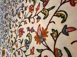 Broderat Sängöverkast  / Väggbonad - Flower Web