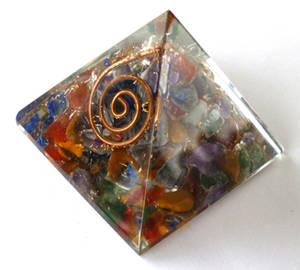 Organite Pyramid - Regnbågen - 40mm