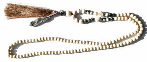 Mala Halsband med Sten och Metalfjäder